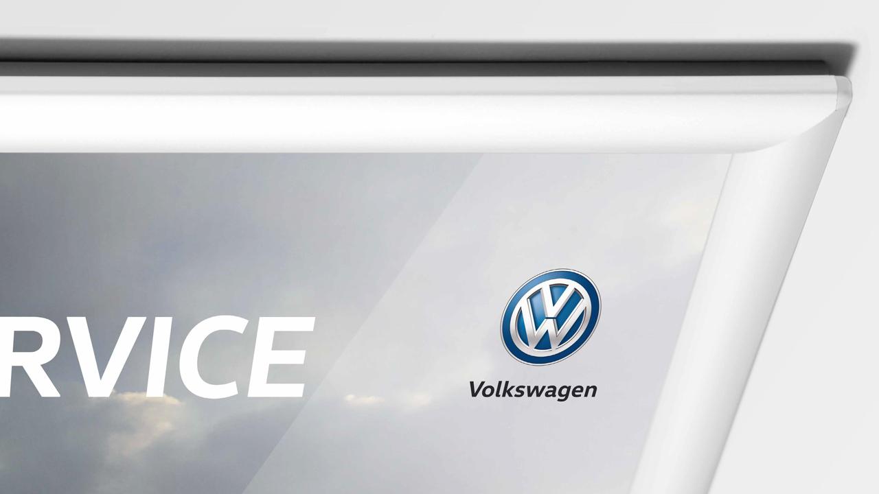 Volkswagen Schnellservice Poster Teilansicht mit VW Logo