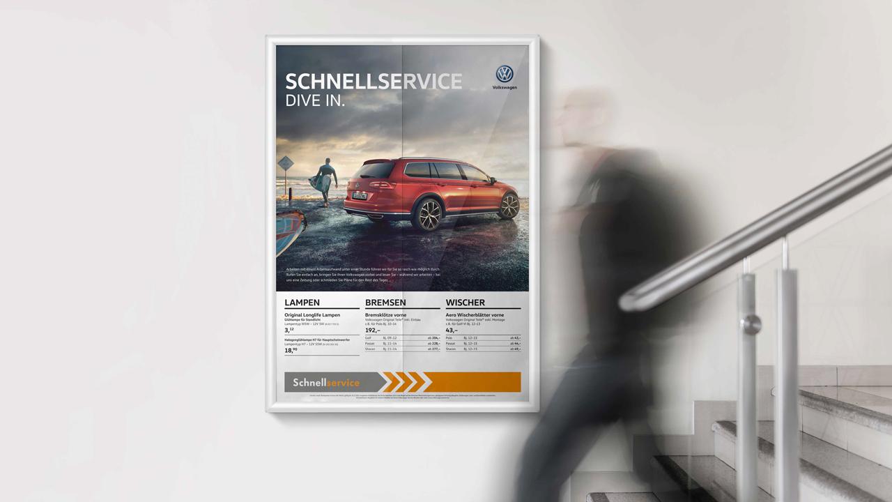 Volkswagen Schnellservice Poster für PKW an der Wand hängend